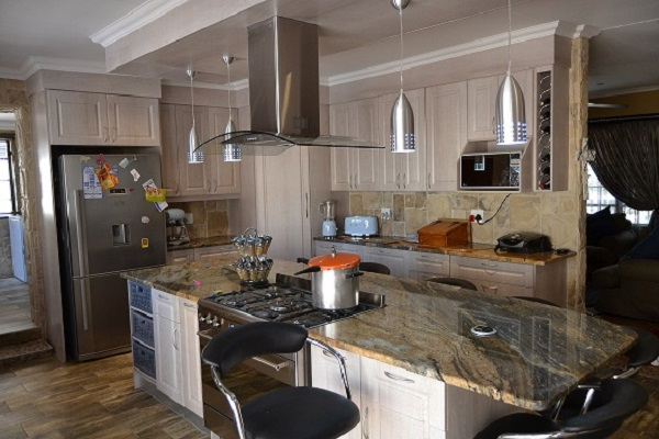 Exclusive kitchens flooring and blinds home improvements for Kitchen designs pretoria